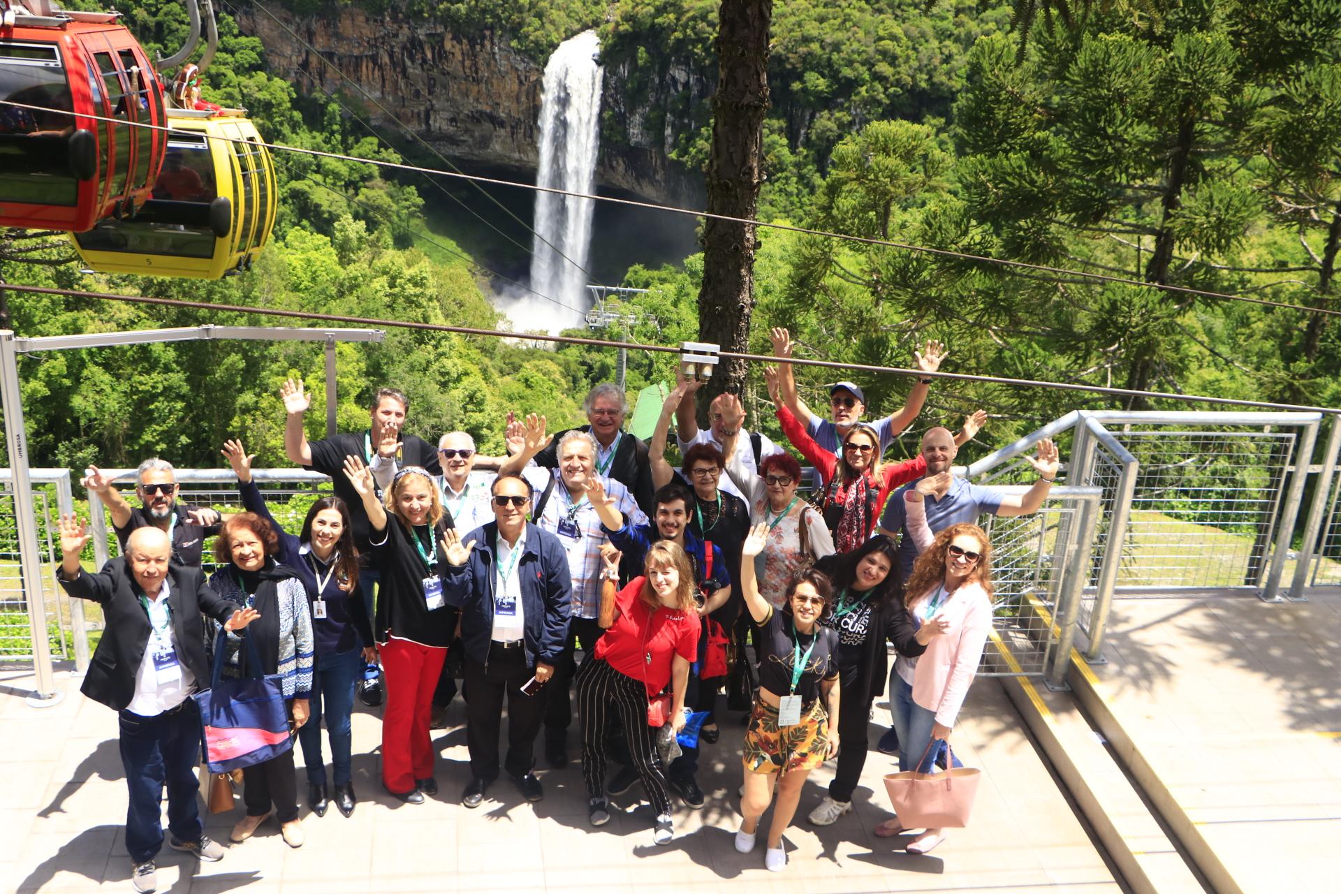 Parques da Serra Bondinhos Aéreos recebe grupo de imprensa durante o Festuris